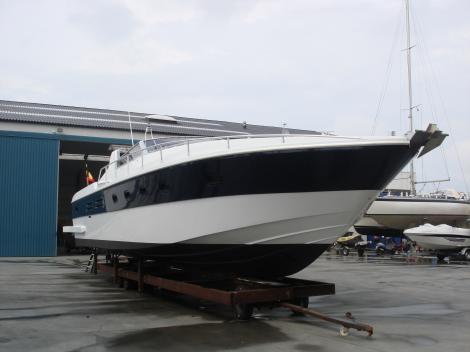 Refit – verlengen van motorboot 14m naar 16m met hydraulisch platform